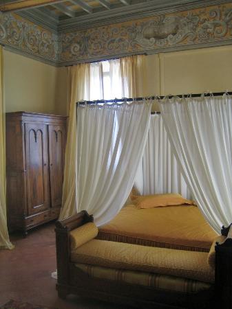Palazzo Venturelli: Camera Gialla