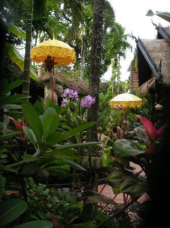 Bopha Siem Reap Boutique Hotel: hotel garden