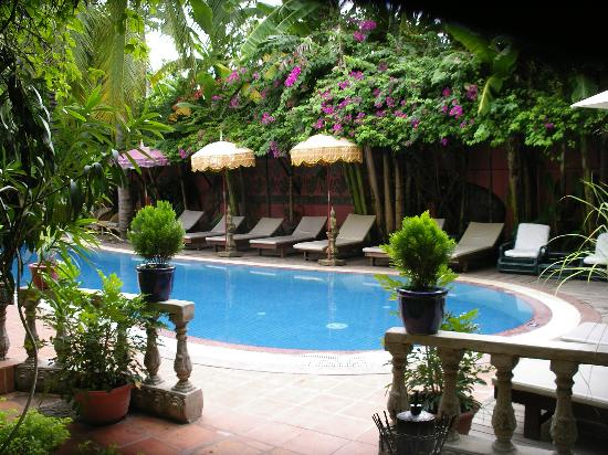 Bopha Siem Reap Boutique Hotel: hotel pool 2