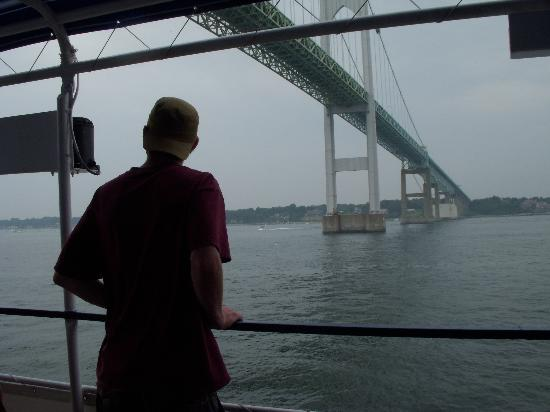 ‪‪Warren‬, ‪Rhode Island‬: The Bay Queen- cruising under the Newport Bridge‬
