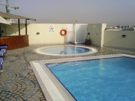 Coral Dubai Deira Hotel: The Pool and Jacuzzi