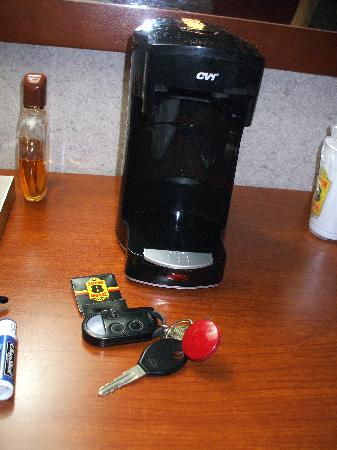 Super 8 by Wyndham Milford/New Haven: Bring your own pot