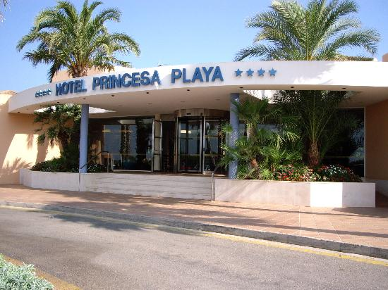 Hotel Apartamentos Princesa Playa: Hotel from outside