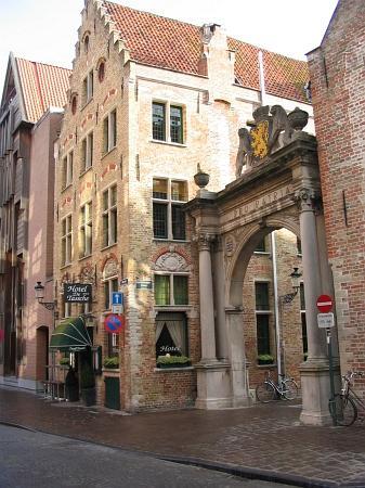 Hotel De Tassche: Hotel exterior