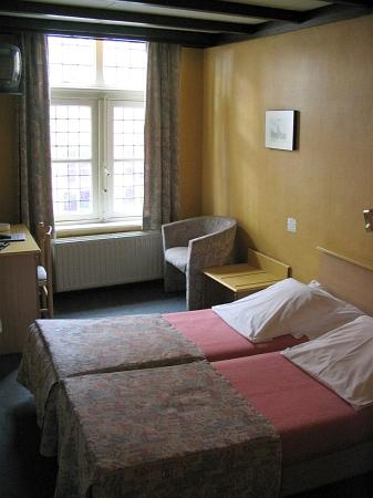 Hotel De Tassche: A simple single room