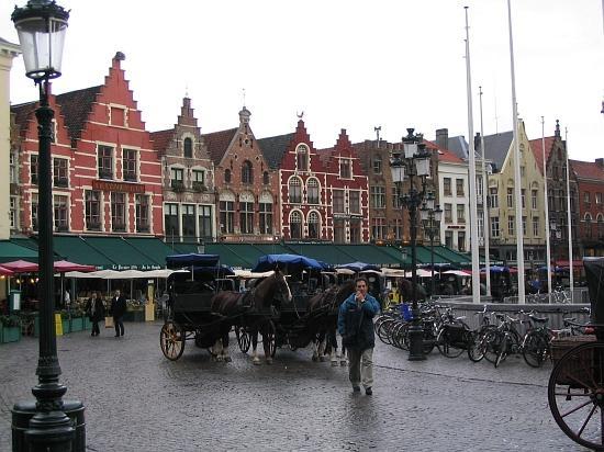 Hotel De Tassche: A damp day in Brugge