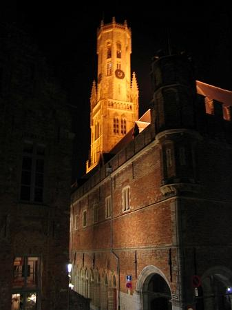 Hotel De Tassche: The view from the front window at night