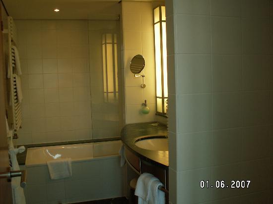 The Mandala Hotel: Bathroom