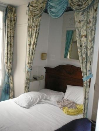 Hotel Motte Picquet: Our bedroom