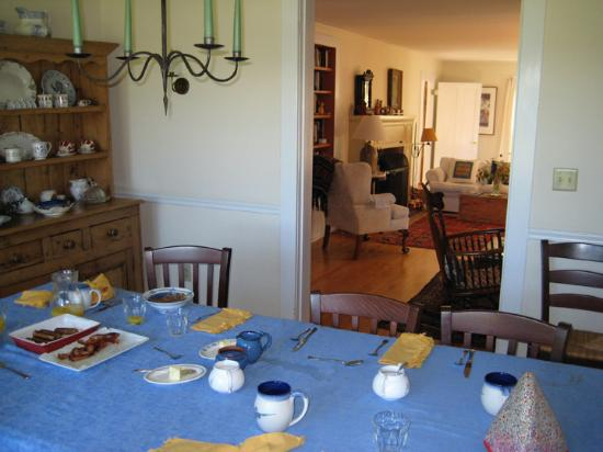 Cornwall Orchards Bed and Breakfast: Breakfast Room