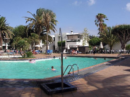 Apartamentos Barcarola Club: The pool