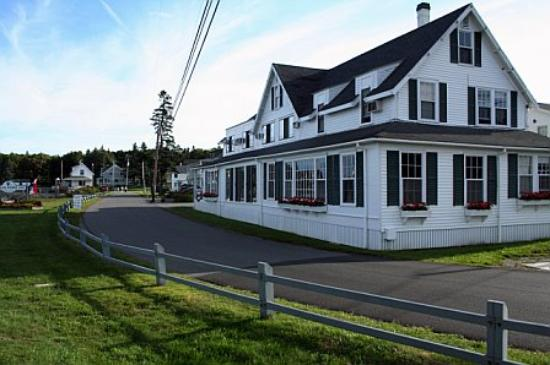East Boothbay, ME : Main building for check-in and restaurant
