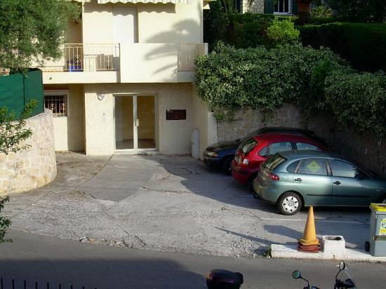 Astor Hotel: Parcheggio
