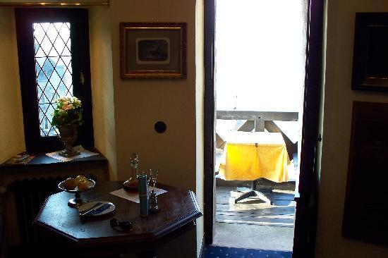 Burghotel Auf Schönburg: The tower room balcony door
