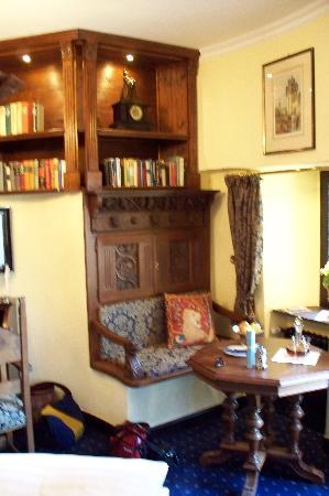Burghotel Auf Schönburg: A pleasant place to enjoy sherry (or read)