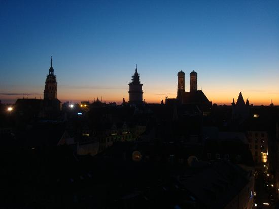 Mandarin Oriental, Munich : The view from the roof pool