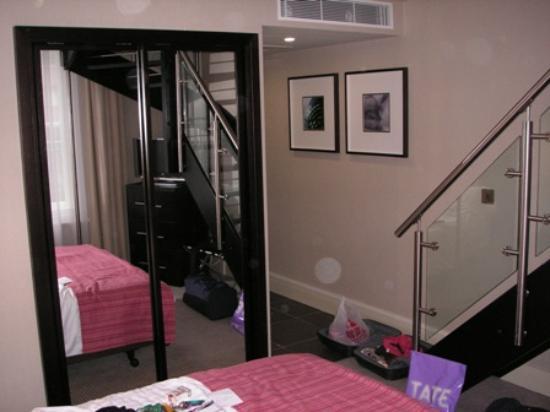 NH London Kensington: Dormitorio de la habitación.
