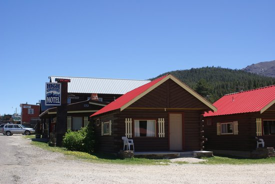Cooke City High Country Motel : Outside view