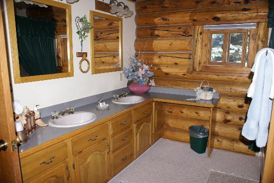 High Rock Ranch: Bathroom View 2