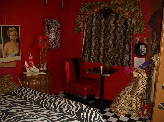 The Palm Cabanas: Marilyn's room