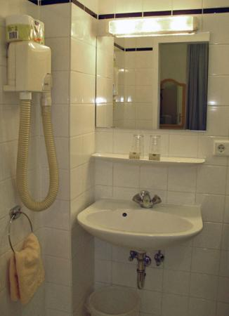Hotel Popp: Bathroom