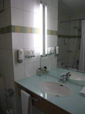 Badezimmer - Bild von Mercure Hotel Dortmund City, Dortmund ...