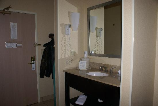 Holiday Inn Express Hotel & Suites Hannibal: Room View 3