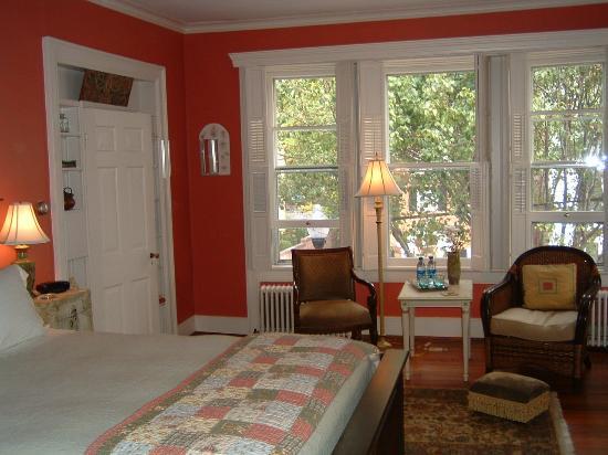 Old Waterstreet Inn: Winesap Room view