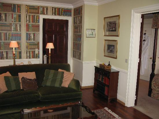 Stanhope Hotel: another view of the living room