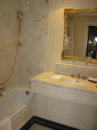 Stanhope Hotel: bathroom