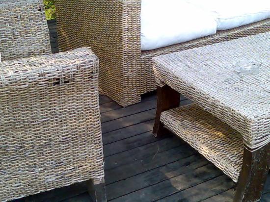 Ekies All Senses Resort: Überall verwitterte Möbel