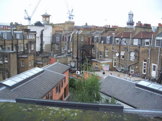 Comfort Inn Kings Cross: view out of the window - typically England :)