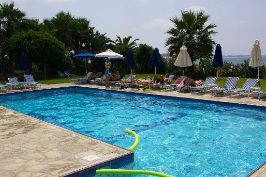 Rododafni Beach Holiday Apartments & Villas: Pool