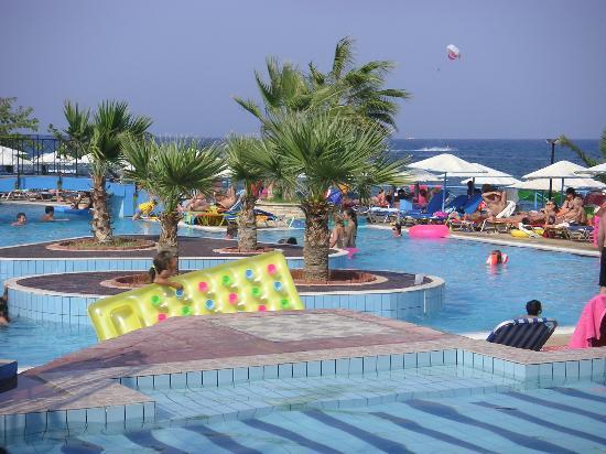 Eri Beach & Village : The children's pool