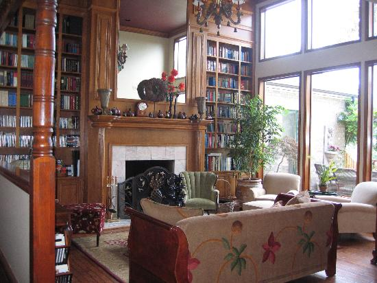 Wildwood Manor Bed and Breakfast: Wildwodd Manor Library