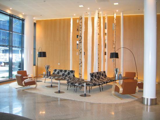 Hilton Helsinki Airport: lobby
