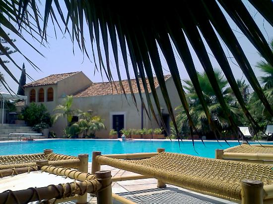 Green Manors Country Resort: Pool area
