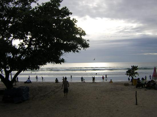Komala Indah II cottages: Kuta Bali Strand ca um 17.30 Uhr