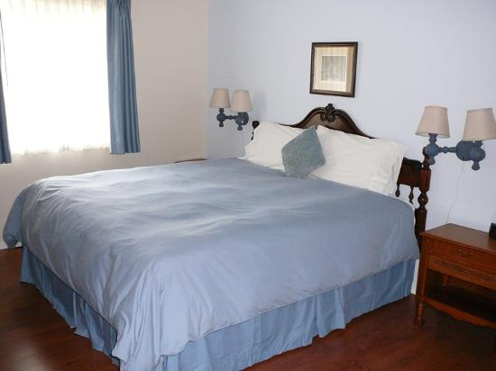 Heron's Landing Hotel: Comfortable bedroom