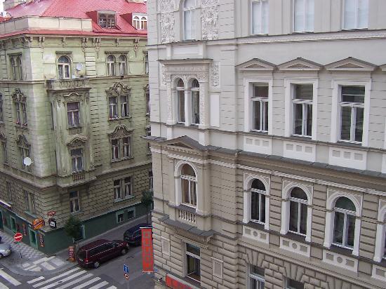 Balbin Hotel: Pension Balbin, vista dalla sala colazione
