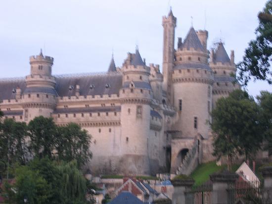 Ermitage de la Fontaine des Roches : Chateau De Pierrefonds