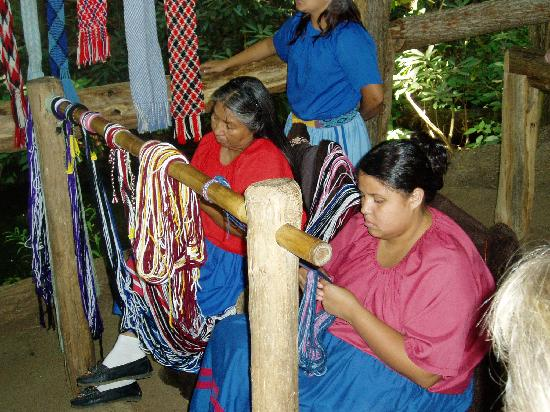 Oconaluftee Indian Village: weaving
