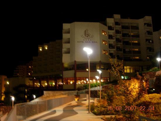 Hotel Baia Azul: Hotel by night