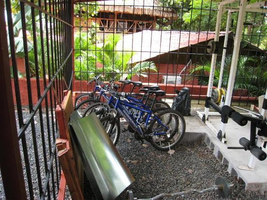 Hotel Cabinas Diversion Tropical in Brasilito: Bike, kayak and snorkel gear room