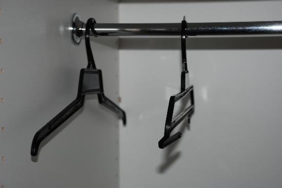 Jacksons Motor Inn: BYO hangers - these are 0.5 *