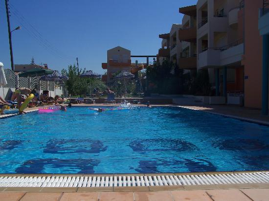 Maleme Mare Beachside Hotel: Pool at Maleme Mare