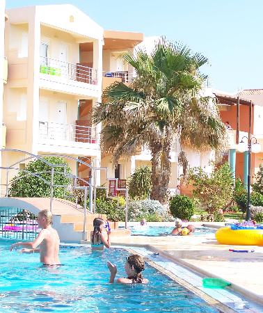 Maleme Mare Beachside Hotel: Second Pool With Childrens' Pool behind the Bridge