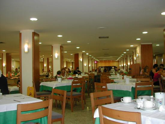 Fiesta Hotel Tanit: Dining room