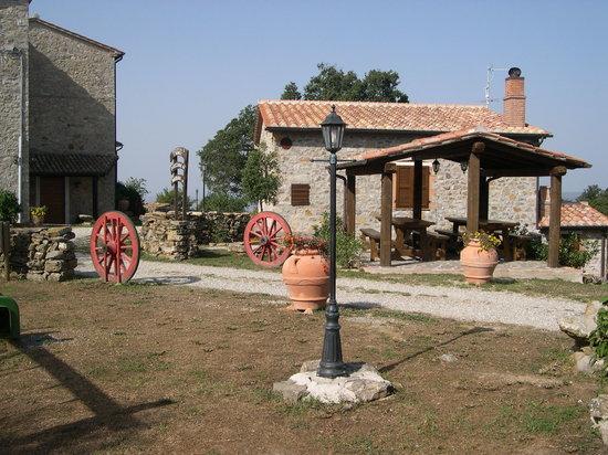Semproniano, Italia: alcune delle case
