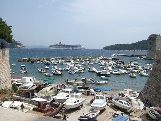 Hilton Imperial Dubrovnik : Large Ship from harbour